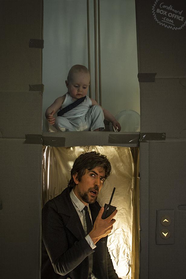 Γονείς αναπαριστούν σκηνές απο διάσημες ταινίες με το μωρό τους