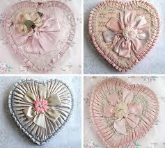 Το πρώτο κουτί με σοκολατάκια σε σχήμα καρδιάς
