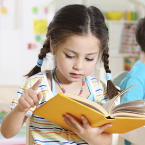 Γονείς, είναι λάθος να διαβάζετε τα παιδιά2