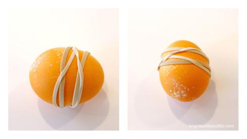Πασχαλινά αυγά με σχέδια από λαστιχάκια2