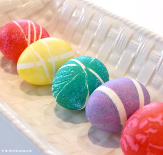 Πασχαλινά αυγά με σχέδια από λαστιχάκια5