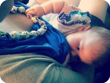 Πότε πρέπει να εισάγω στερεές τροφές στη διατροφή του μωρού μου;
