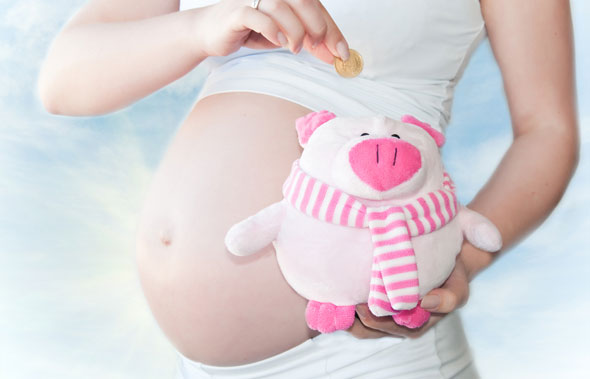 Μητρότητα με επιδόματα και δικαιώματα