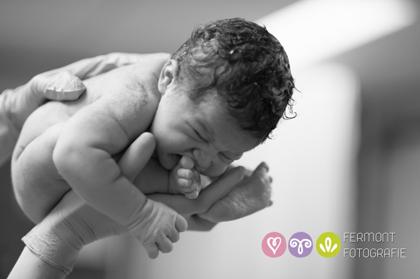 Εκπληκτικές φωτογραφίες δείχνουν πως χωρούσε το μωρό στη μήτρα 10