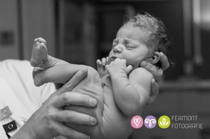 Εκπληκτικές φωτογραφίες δείχνουν πως χωρούσε το μωρό στη μήτρα 13