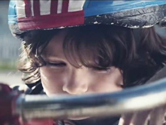 Το βίντεο για την πρόληψη παιδικών ατυχημάτων στο σπίτι που προκάλεσε οργή