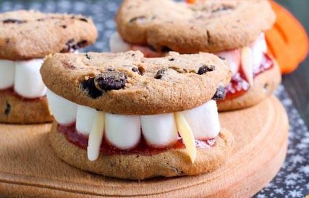 μπισκότα με vampire οδοντοστοιχία
