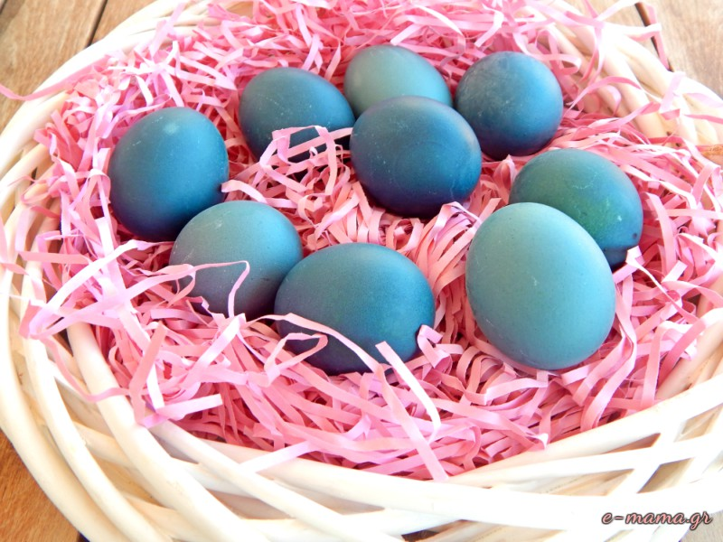 Βάφω αυγά με κόκκινο λάχανο...και λίγη μαγεία