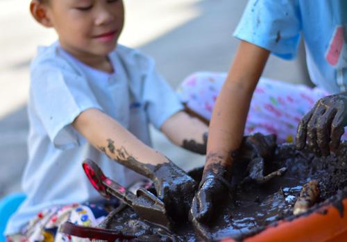 Παιχνίδια στη λάσπη για πιο υγιή παιδιά