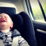 Τα μωρά που κλαίνε στο καθισματάκι αυτοκινήτου