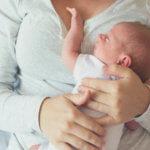 Μπορεί να κακομάθει το μωρό επειδή το παίρνω αγκαλιά;