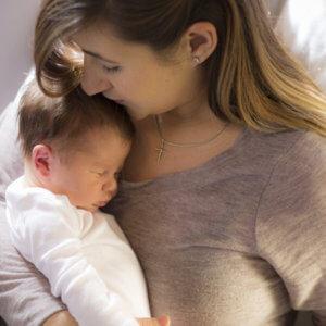 Γιατί οι κουρασμένες μητέρες μένουν ξύπνιες μέχρι αργά το βράδυ;