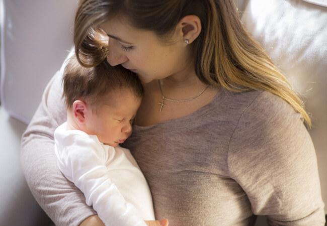 Γιατί οι κουρασμένες μητέρες μένουν ξύπνιες