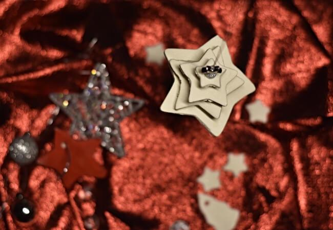 Αλατοζύμη: η μαγική συνταγή και οδηγίες για κατάλευκα στολίδια
