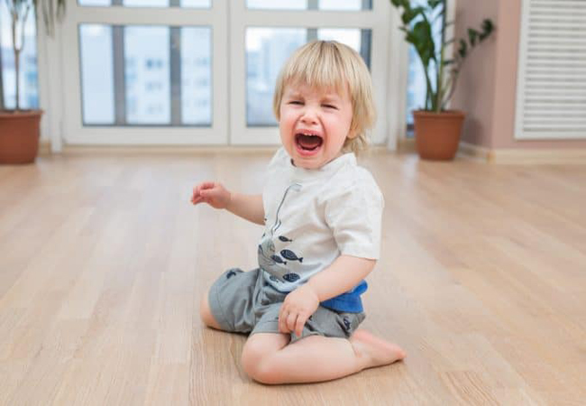 Γιατί τα παιδιά συμπεριφέρονται χειρότερα μπροστά στη μαμά;