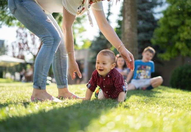 Όσο πιο πολλά παιδιά έχει μια μαμά τόσο πιο αργά γερνάει