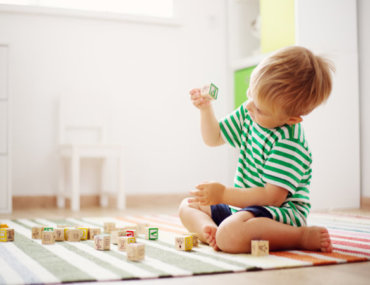 Πόσα παιχνίδια χρειάζονται πραγματικά τα παιδιά; Κανένα.