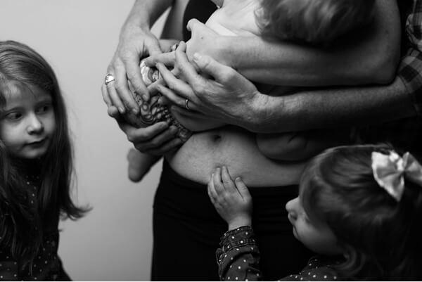 Τα γυναικεία σώματα μετά την εγκυμοσύνη χωρίς ίχνος ρετούς