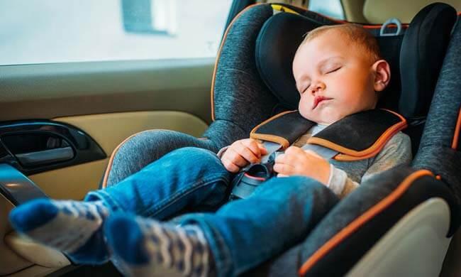 Ύπνος σε κάθισμα αυτοκινήτου. Ο κίνδυνος που δε γνωρίζαμε