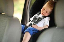 Ύπνος σε κάθισμα αυτοκινήτου. Ο κίνδυνος που δε γνωρίζατε
