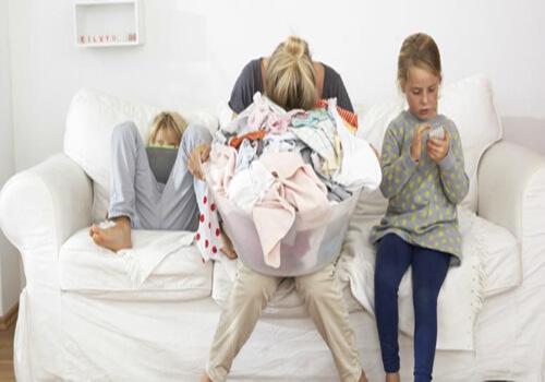 Ένα χαλαρωτικό ντουζ δεν είναι αυτοφροντίδα – To burn out των μαμάδων