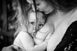 Το μητρικό γάλα μετά το έτος δε γίνεται νερό. Γίνεται πρωτόγαλα. - Μελέτη