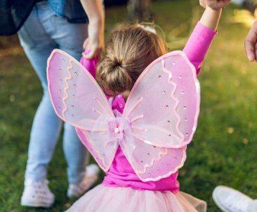 Μην προσπαθείς να κάνεις μαγικά τα παιδικά χρόνια των παιδιών σου