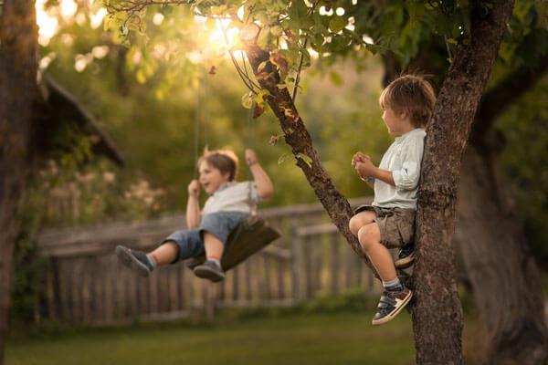 Δεν κάνουν οι γονείς τα παιδικά χρόνια μαγικά. Τα παιδιά τα κάνουν.