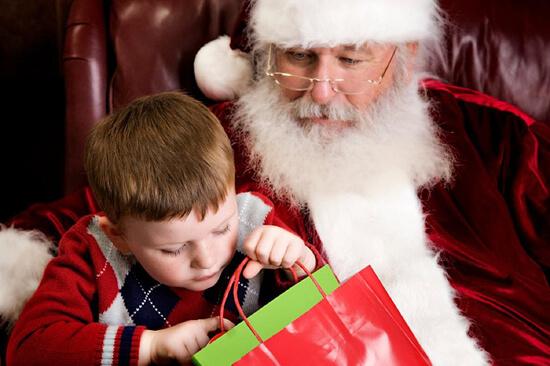 Σταματήστε να λέτε στα παιδιά ότι τα ακριβά δώρα είναι από τον Άγιο Βασίλη!
