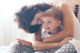 Μητρότητα: Αυτό που παρακαλάς να κοιμηθούν τα παιδιά και όταν κοιμούνται σου λείπουν