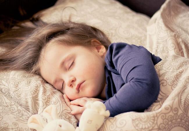 Να φιλάς πάντα τα παιδιά σου για καληνύχτα. Ακόμη και όταν ήδη κοιμούνται.