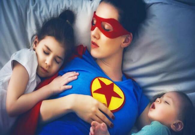 Το να είσαι μαμά είναι σαν να δουλεύεις σε 2,5 δουλειές