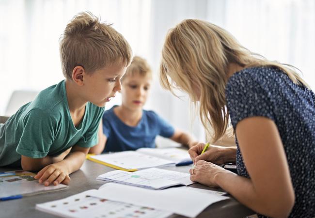 ΔΕΝ είσαι η δασκάλα του παιδιού σου! Είσαι η μαμά του!