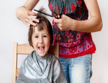 Όταν οι γονείς προσπαθούν να κουρέψουν τα παιδιά τους εν μέσω καραντίνας