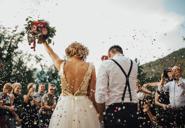 Τι θα γίνει με τους γάμους και τις βαφτίσεις φέτος το καλοκαίρι