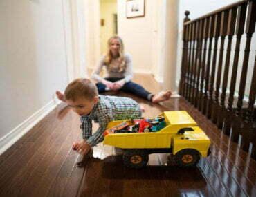 Εφηβεία είναι όταν μια μέρα παύετε να παίζετε με lego στο πάτωμα