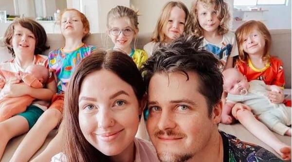 Μαμά με 8 παιδιά περιγράφει τη ρουτίνα ύπνου που ξεκινάει από τις 16.30