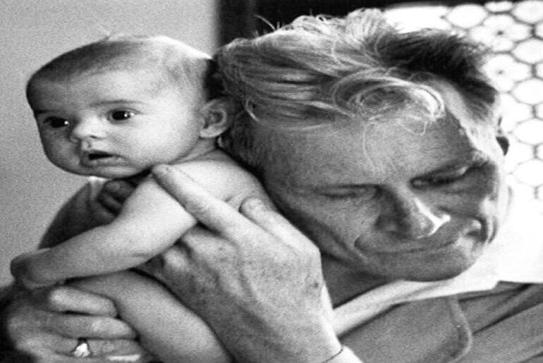 Albert-André Nast-Ο τυφλός γιατρός που ξεγέννησε 4000 μωρά