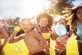5 τρόποι να κρατήσουμε δροσερά τα παιδιά στον καύσωνα