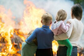 Τι απαντάμε στις ερωτήσεις των παιδιών για τις πυρκαγιές