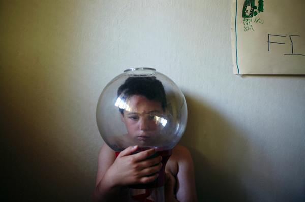 Ένας μπαμπάς φωτογραφίζει τον αυτιστικό γιο του